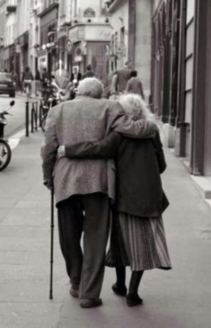 (ist es nicht schön, im Alter noch so sehr verliebt zu sein? Ich kann mir nichts - rein gar nichts - schöneres vorstellen; und für mich bleibt all dies für immer unerfüllt...)