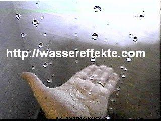 schwebende Wassertropfen